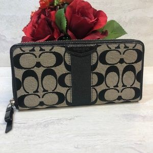 COACH Signature Large Zipper Wallet
